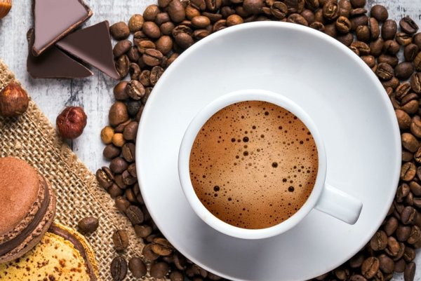 Káva a čokoláda je veľmi chutné spojenie.