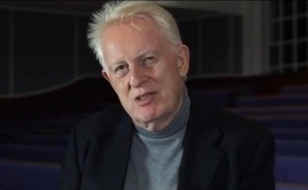 Frederick M. Toates (74) je emeritný profesor biologickej psychológie. Pôsobí na britskej The Open University. Skúma motiváciu a kontrolu správania, psychobiológiu stresu.  Je autorom viacerých kníh o biologických základoch správania, zaoberá sa ľudskou sexualitou, a obsesívno-kompulzívnou poruchou.