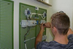 Zapájanie silnoprúdových rozvodov elektrotechnickej inštalácie.
