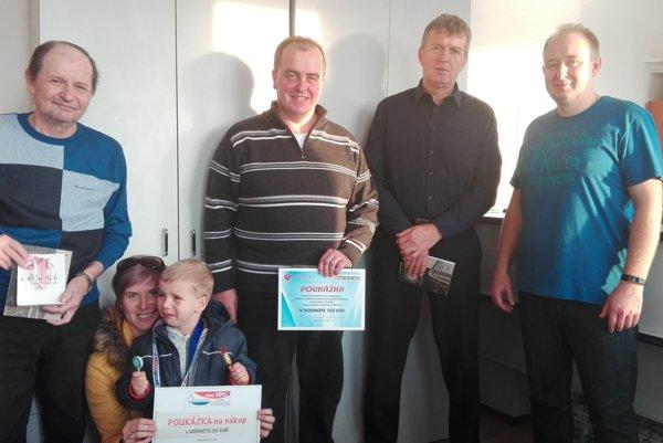 Zľava: Ivan Pekár, manželka asyn Samuela Sliepku, Miroslav Svaček, Marián Bielik asponzor súťaže Marián Rybár.