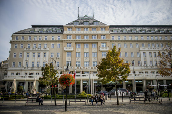 omplex budov Carlton-Savoy v centre hlavného mesta.