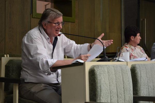 Poslanec Ivan Hopta. Na jednom z rokovaní zastupiteľstva.