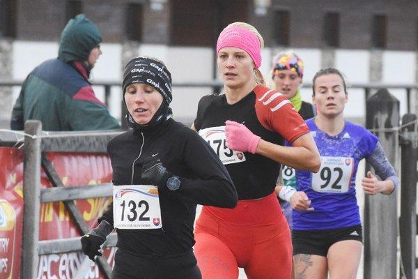 Majsterka Slovenska Silvia Schwaiger (vľavo č. 132).