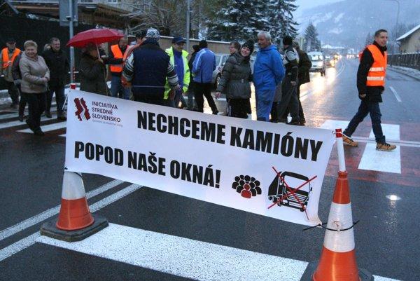 Dnešný protest v bystrickej mestskej časti Nový svet.