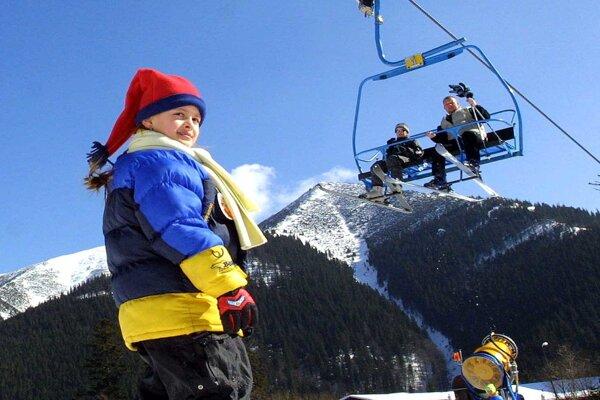Na severe aj juhu Chopka sa už lyžuje.