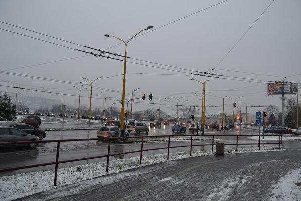 Križovatka na Sekčove pri Lidli. Zvýšiť sa má priepustnosť zRusínskej vsmere kOC MAX.