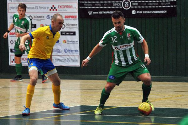 Na snímke vpravo Jakub Harčár (Prešov).