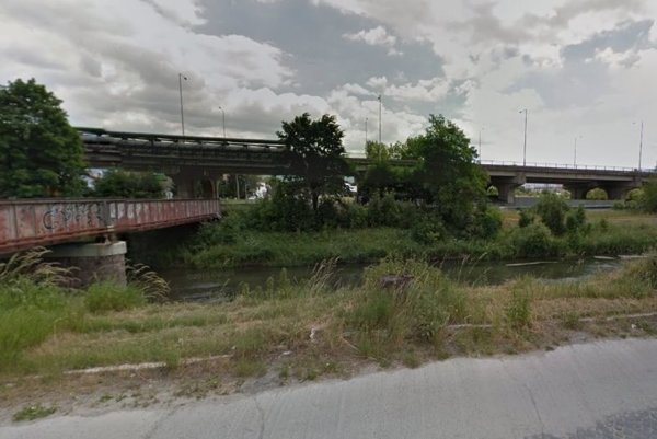 Muž pobehoval aj popri rieke Turiec.
