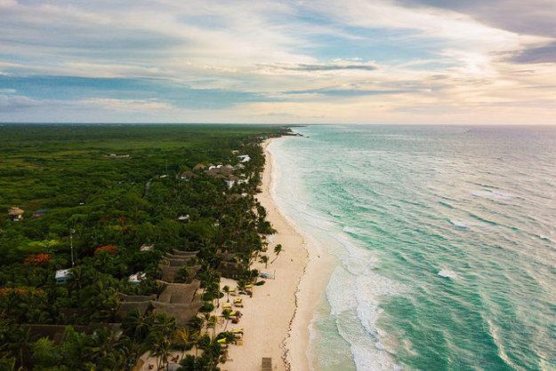 Tulum ponúka aj dlhý úsek piesočnej pláže.