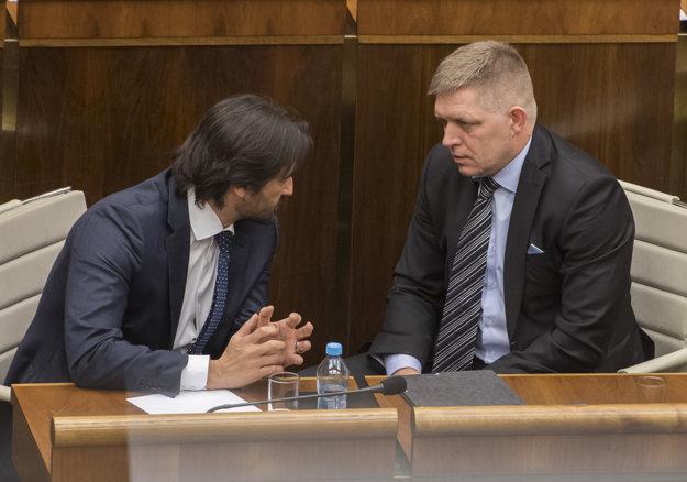 Prežije Robert Kaliňák ďalšie odvolávanie? Robert Fico mu vyjadril podporu.