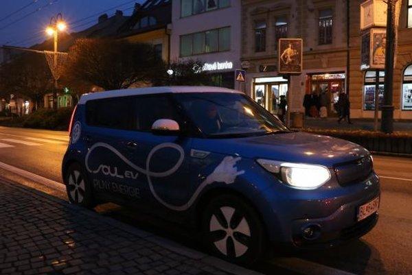 Prešovskí mestskí policajti v týchto dňoch testujú nový elektromobil.