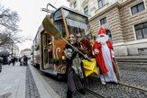 V uliciach hlavného mesta jazdí Vianočná električka