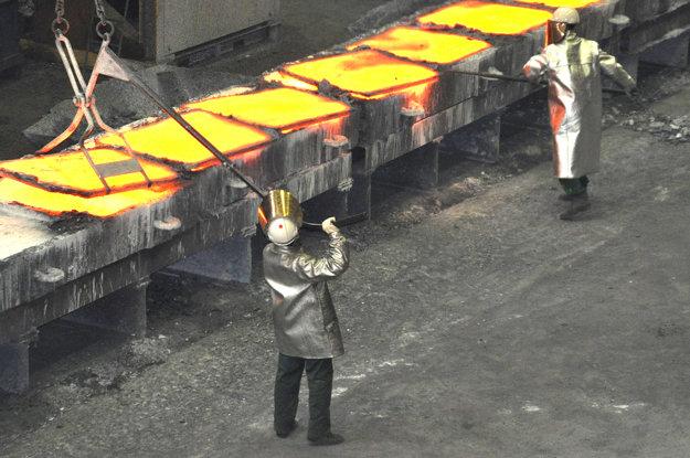 Teplo, prach a hluk ľudí odrádza od práce pri vysokej peci.