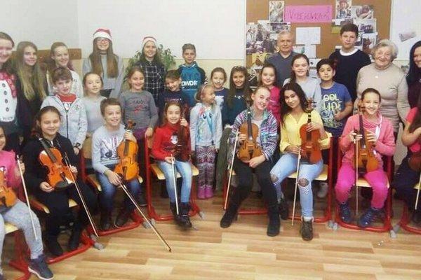 Známe koledy zaznejú v sprievode živej hudby z hrdiel detského speváckeho súboru zo Súkromnej umeleckej školy DOTYK.