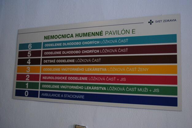 Informačná tabuľa v internistickom pavilóne.
