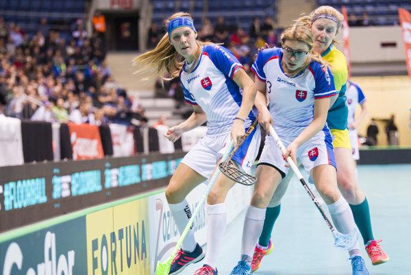 Záber zo zápasu Slovensko - Austrália. Monika Pintérová celkom vľavo.