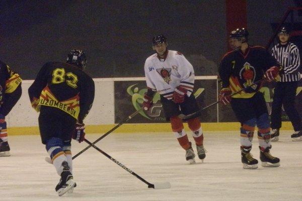 Futbalisti podľahli hokejovej Ruži o tri góly. FOTO: MFK RUŽOMBEROK