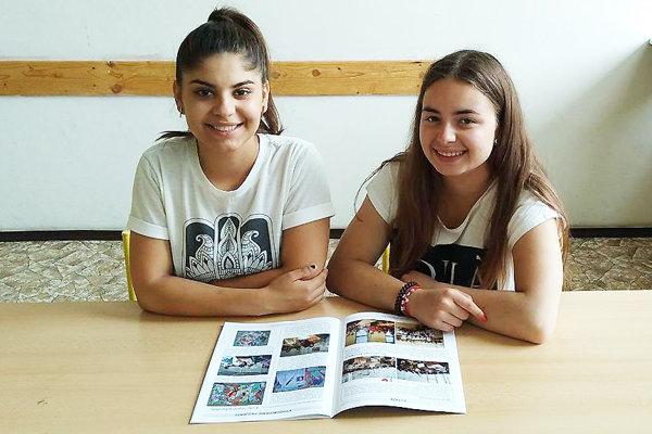 Karolína Dobiášová (vľavo) aLaura Bombová poskytli prvú pomoc na ulici bez zaváhania.