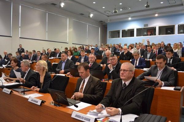 Novozvolení poslanci ŽSK rokovali včera.