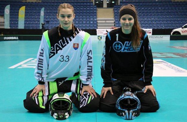 Brankárky slovenskej florbalovej reprezentácie na MS 2017, Karolína Krištofová (vľavo) a Kristína Hlavatá.
