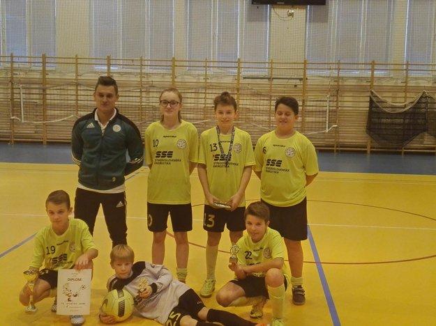 Víťazný tím turnaja: Strečno - žltí.