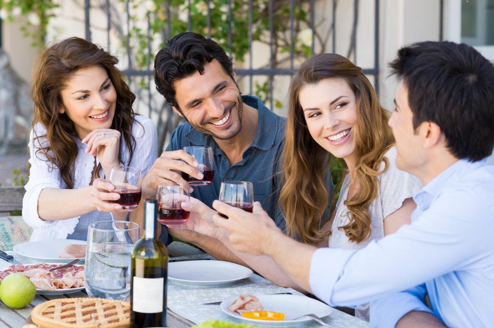Hostiteľ nie je povinný s vami vypiť víno, ktoré ste mu priniesli.