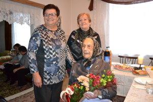 S členkami Ružencového spolku Helenou Polákovou (vľavo) a Jolanou Otavkovou.