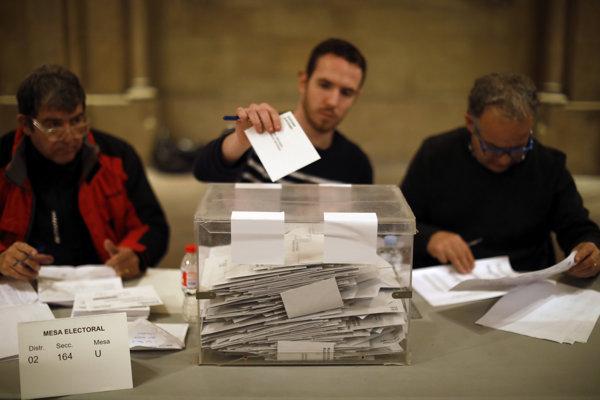 Sčítavanie hlasov v Barcelone.