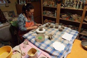 Vianoce sa pre keramikárku začínajú už v lete.