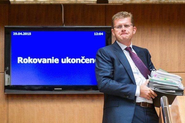 Minister Peter Žiga bude v piatok čeliť pokusu o odvolanie.