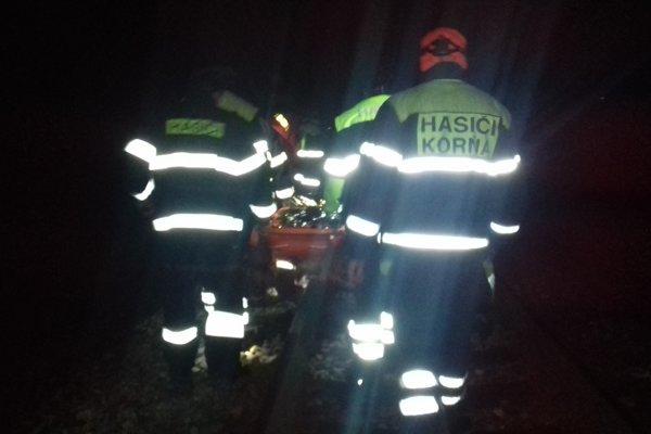 Mladíka sa podarilo nájsť. Pri pátračke pomáhali aj dobrovoľní hasiči z Korne.