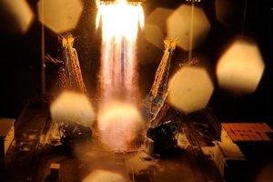 Januárový štart telekomunikačného satelitu SmallGEO Európskej vesmírnej agentúry.