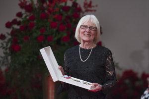 Spisovateľka Alta Vášová si prebrala štátne vyznamenanie Rad Ľudovíta Štúra II. triedy.