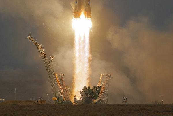 Štart ruskej nosnej rakety Sojuz-FG z 15.12.2015.