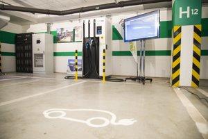 Na snímke GridBooster systém - prvá rýchlo nabíjacia stanica v strednej a východnej Európe.