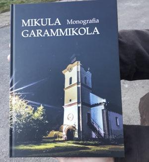 Monografia má 320 strán.