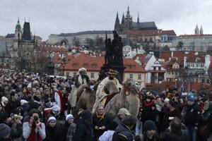 Príchod Troch kráľov včera oslávili aj v Prahe, zišlo sa tam množstvo ľudí.