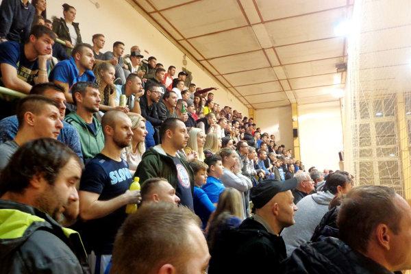 Novoročný turnaj vo Vrábľoch pritiahol bohatú divácku kulisu.