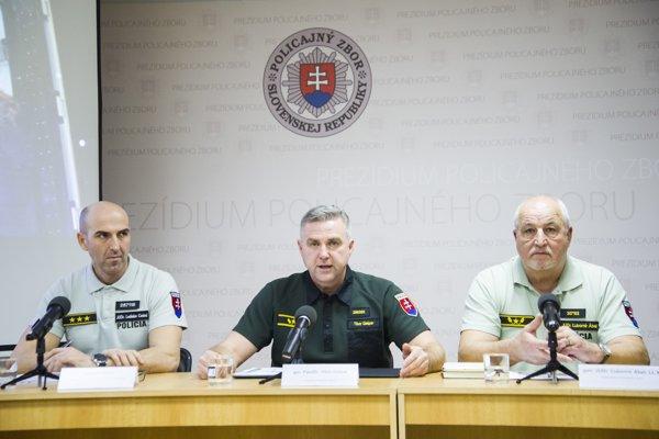 Tlačová konferencia Prezídia Policajného zboru k prípadu obchodovania s ľuďmi.