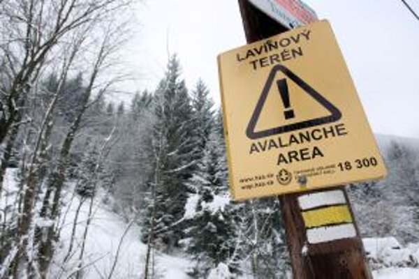 Na nebezpečenstvo lavín upozorňujú pri Tureckej výstrahy