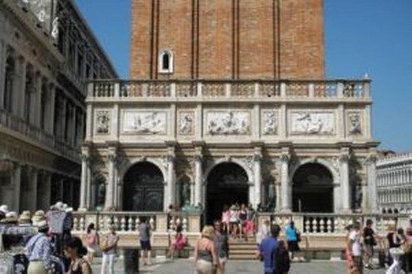 Skutecký namaľoval jeden zo svojich najznámejších obrazov pred touto benátskou stavbou.