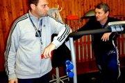 Tréneri Kuťka a Vítek povedu futbalistov Martina aj v jarnej časti sezóny.