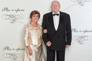 Pavel Traubner popredný lekár a neurológ s manželkou