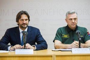 Vľavo minister vnútra Robert Kaliňák a vpravo policajný prezident Tibor Gašpar.