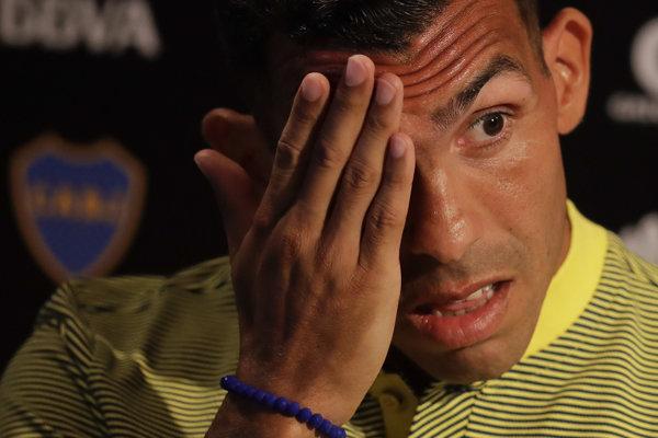 Carlos Tevez sa vrátil do Argentíny po neúspešnom pôsobení v Číne.