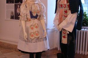 Obradový odev nevesty a ženícha z Holíča.