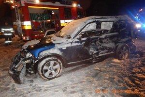 BMW po nehode. Škody na autách dosiahli 14-tisíc eur.