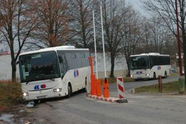 Vstupný terminál. Autobusy sa tu poriadne natrápili.