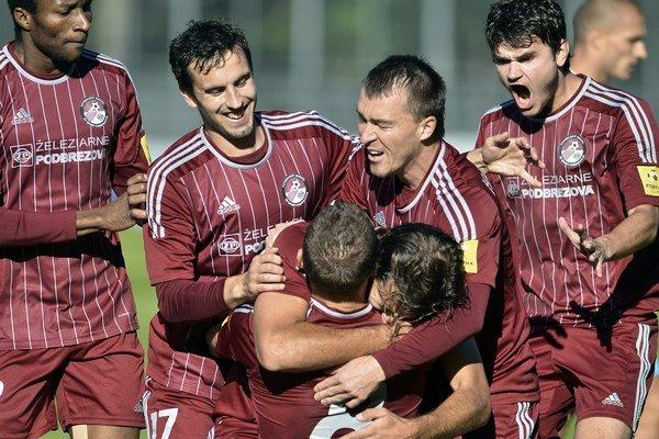Futbalistov Podbrezovej čaká v príprave 10 zápasov.