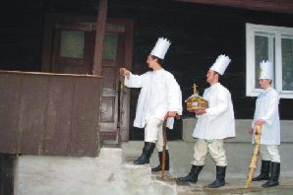 Na vidieku je sviatok Troch kráľov spojený s množstvom  ľudových zvykov, niektoré sa zachovali dodnes.